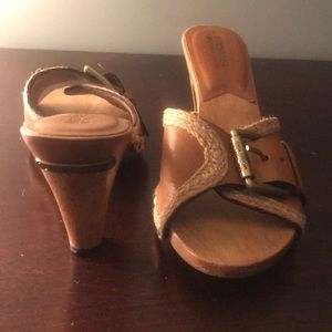 Leather and camel sandals